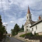 Szentjakabfai utcakép templommal