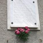 I. világháborús emléktábla a templom oldalán